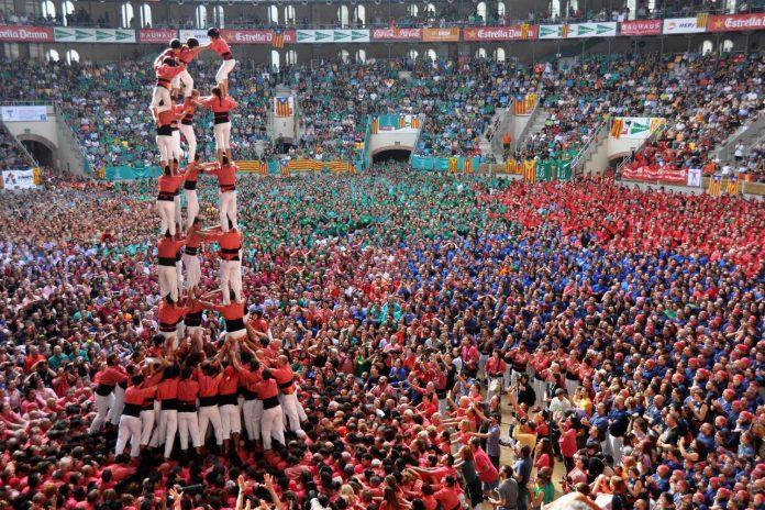 Spain-Tarragona-Concurs-de-Castells-696x464